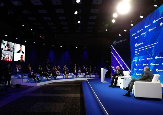 Primeiro-ministro russo, Mikhail Mishustin, participa da 17ª Conferência Anual do Clube de Discussões Valdai, Moscou, 20 de outubro de 2020