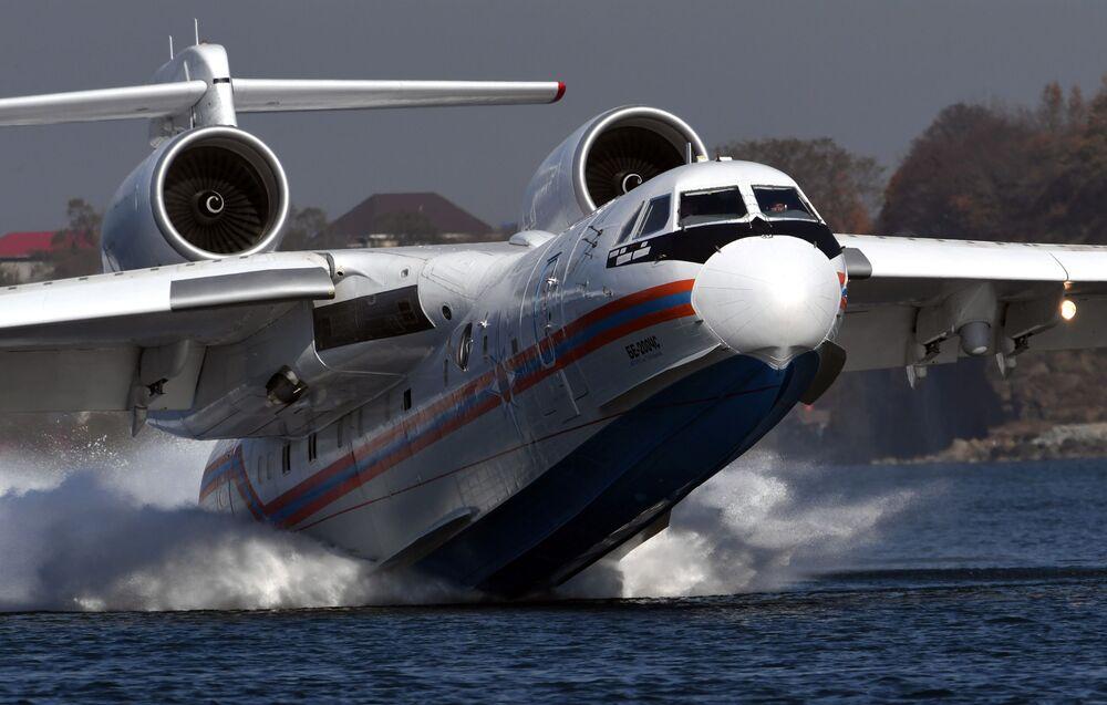 Avião anfíbio multipropósito Beriev Be-200