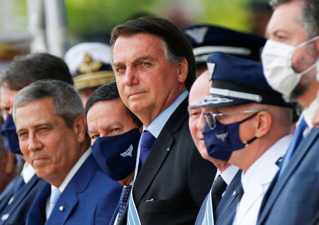 Presidente do Brasil, Jair Bolsonaro durante cerimônia do Dia do Aviador, em base aérea em Brasília, 23 de outubro de 2020