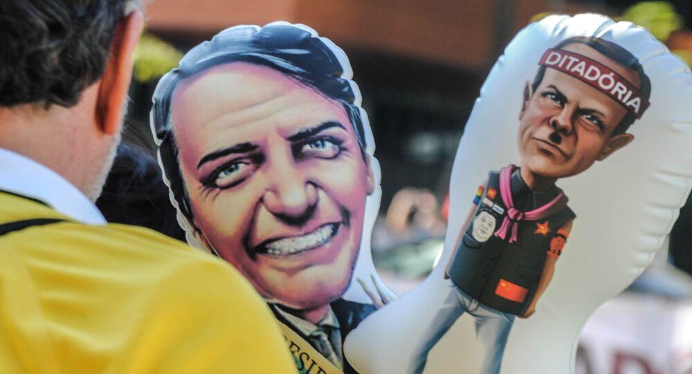 Apoiadores do presidente Jair Bolsonaro durante ato a favor de seu governo e pela saída do governador de São Paulo, João Doria, na Avenida Paulista, São Paulo, 5 de julho de 2020