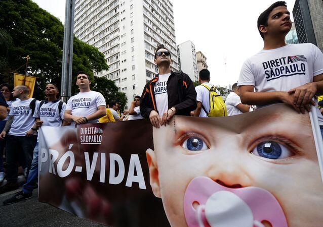 Protesto contra a liberação do aborto no Brasil na avenida Paulista, em São Paulo