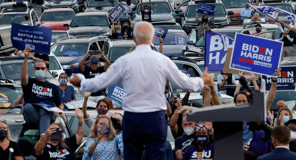 Candidato à presidência dos EUA pelo Partido Democrata, Joe Biden, durante comício em Atlanta, Geórgia, 27 de outubro de 2020