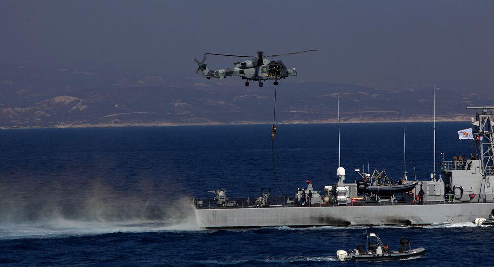 Militares britânicos durante exercício conjunto com a França e o Chipre no mar Mediterrâneo