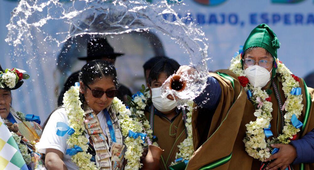Luis Arce, do Movimento ao Socialismo, participa de celebração após vencer eleições presidenciais na Bolívia