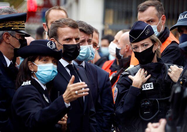 Presidente da França, Emmanuel Macron visita local de ataque em Nice