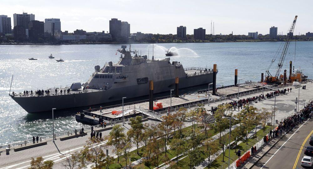 USS Detroit, navio de combate litorâneo da Marinha dos EUA, em Detroit, EUA, 14 de outubro de 2016
