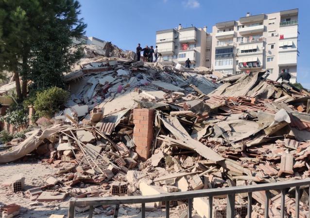 Efeitos de terremoto em Izmir em 30 de outubro de 2020