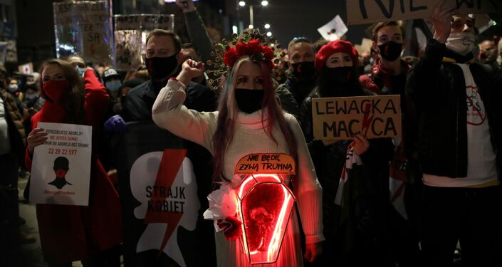 A woman takes part in a protest against the ruling by Poland's Constitutional Tribunal that imposes a near-total ban on abortion, in Warsaw, Poland, October 30, 2020. Maciek Jazwiecki/Agencja Gazeta via REUTERS