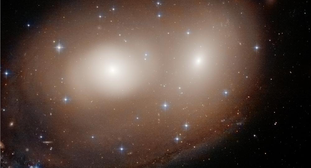 O Telescópio Espacial Hubble registrou os primeiros momentos de uma colisão entre duas galáxias, que são muito semelhantes a uma abóbora de Halloween