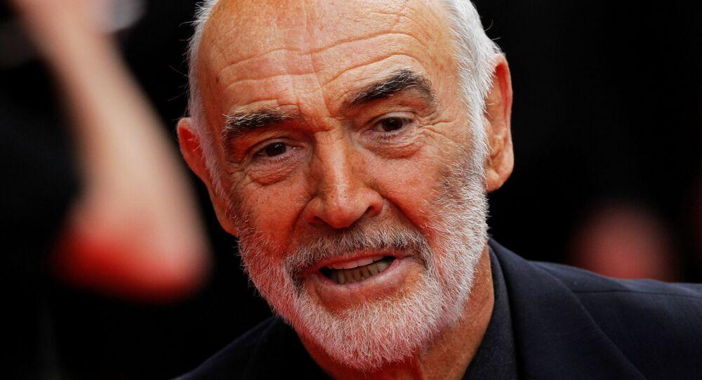 Ator escocês Sean Connery chegando à abertura do Festival Internacional de Cinema de Edimburgo em 16 de junho de 2010, em Edimburgo, Escócia