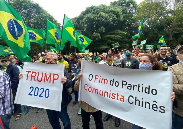 Bolsonaristas protestam contra a vacina e pedem impeachment do governador João Doria, na avenida Paulista, em São Paulo, 1º de outubro de 2020