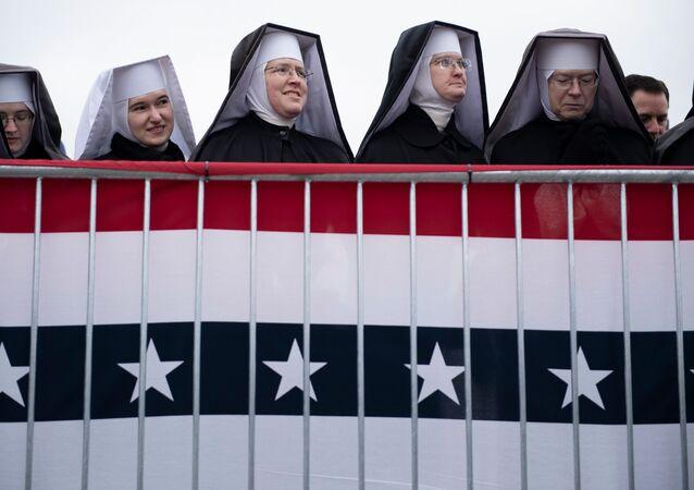 Freiras participam de comício de campanha de Donald Trump, em Washington, Michigan (EUA), 1º de novembro de 2020