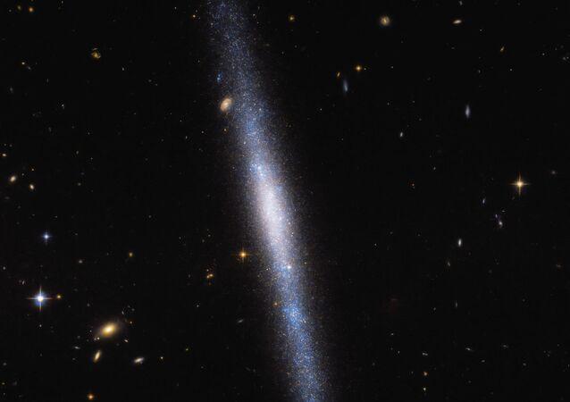 Foto do telescópio espacial Hubble mostra a galáxia espiral UGCA 193