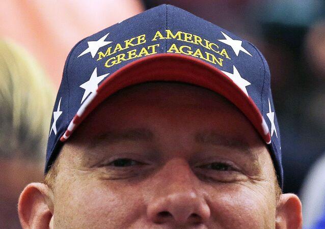 Apoiador em comício do candidato republicano à presidência dos EUA, Donald Trump, 23 de abril de 2016