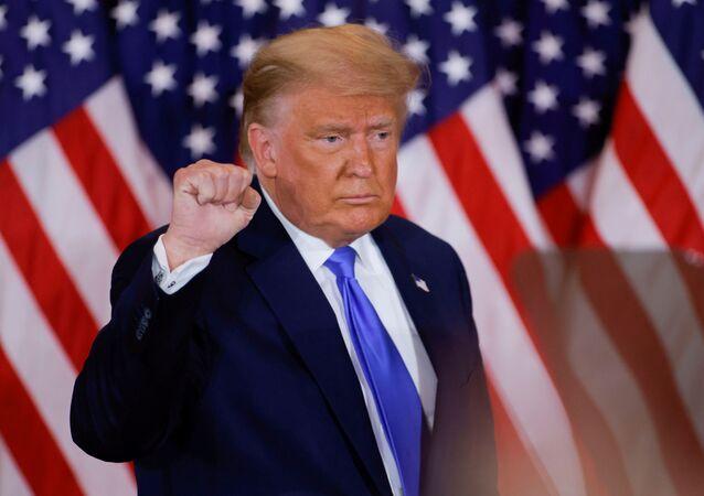 Presidente dos EUA, Donald Trump acompanha apuração de votos das eleições presidenciais norte-americanas, na Casa Branca, Washington, Estados Unidos, 4 de novembro de 2020