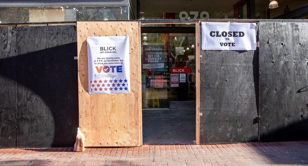 Uma das zonas eleitorais em São Francisco no dia das eleições do presidente dos EUA