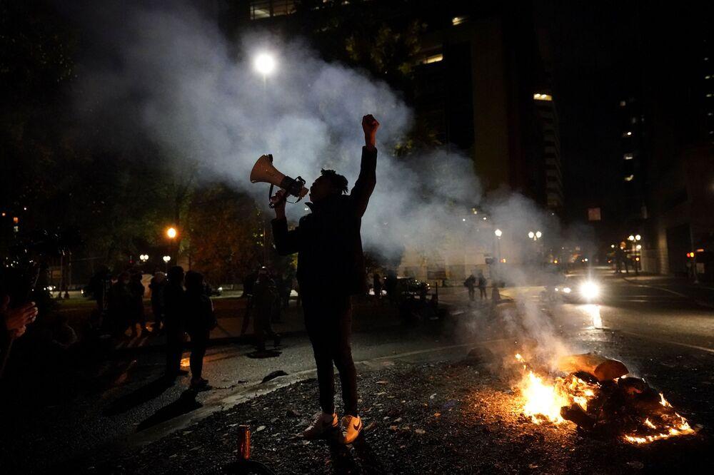 Protesto no dia das eleições em Portland, estado do Oregon
