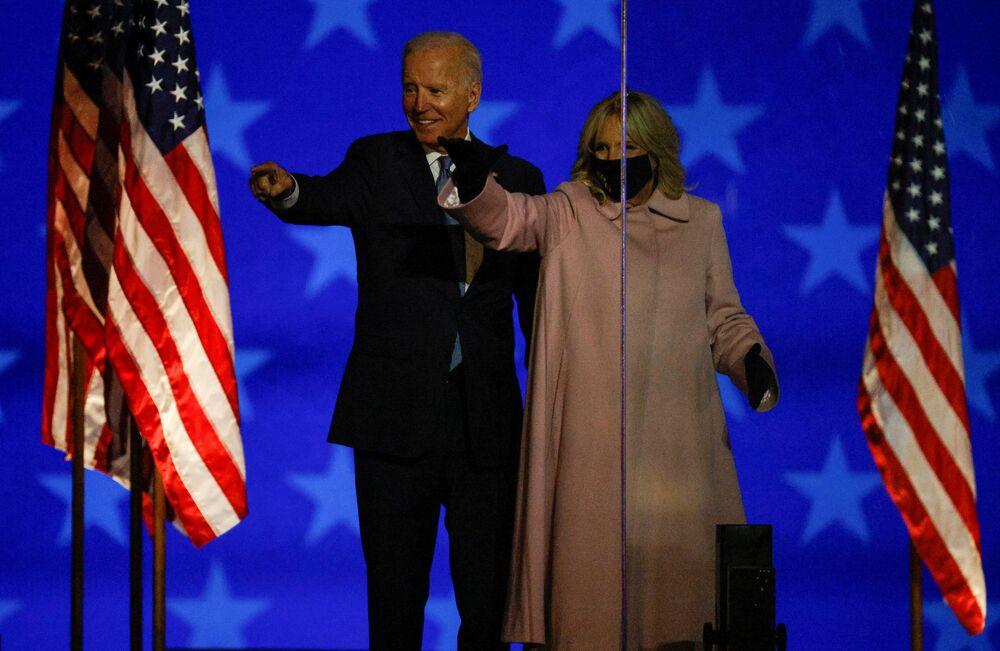 Joe Biden com sua esposa discursam em Wilmington, estado de Delaware, EUA