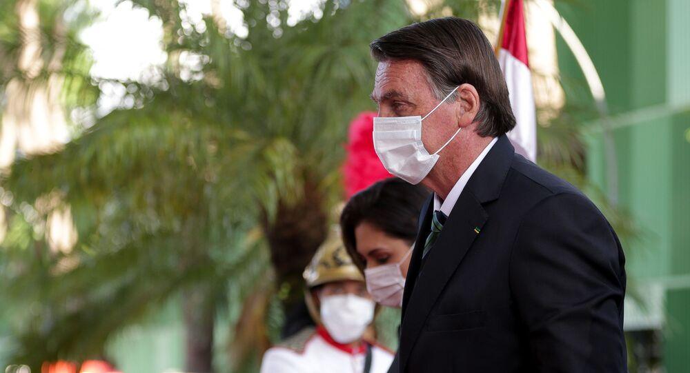 Presidente Jair Bolsonaro (sem partido) acompanhado da primeira-dama, Michelle, chega ao STF (Superior Tribunal Federal) para a cerimônia de posse do novo ministro do tribunal, Kássio Nunes Marques, em Brasília (DF)