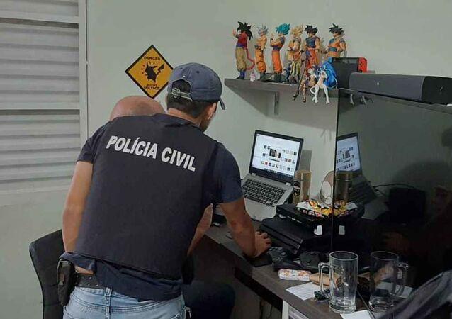 Policiais civis cumprem em dez estados brasileiros mandados de busca e apreensão em combate à pornografia infantil