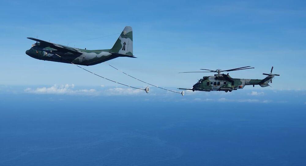 FAB realiza campanha de reabastecimento aéreo com avião KC-130 Hércules e helicóptero H-36 Caracal