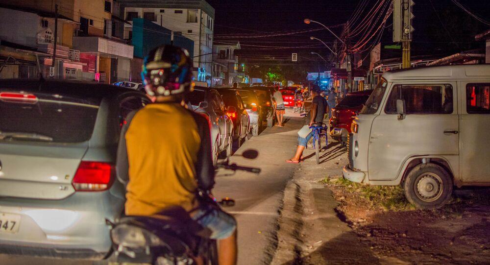 Em Macapá, moradores fazem filas em postos devido ao desabastecimento e falta de água em meio a um apagão sob decreto de calamidade pública, em 6 de novembro de 2020