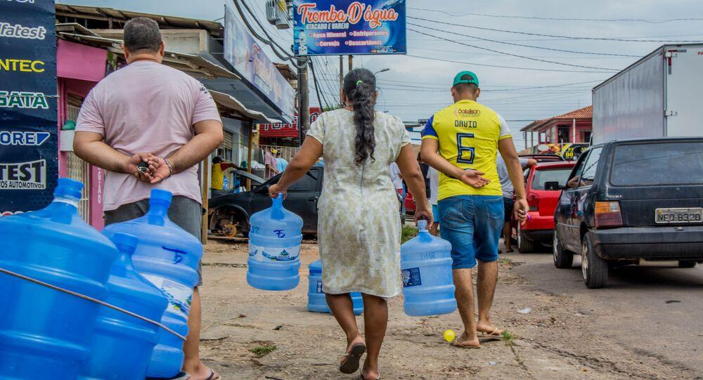 Em Macapá, em meio a um apagão no estado do Amapá, população sofre com falta de água e desabastecimento, em 7 de novembro de 2020