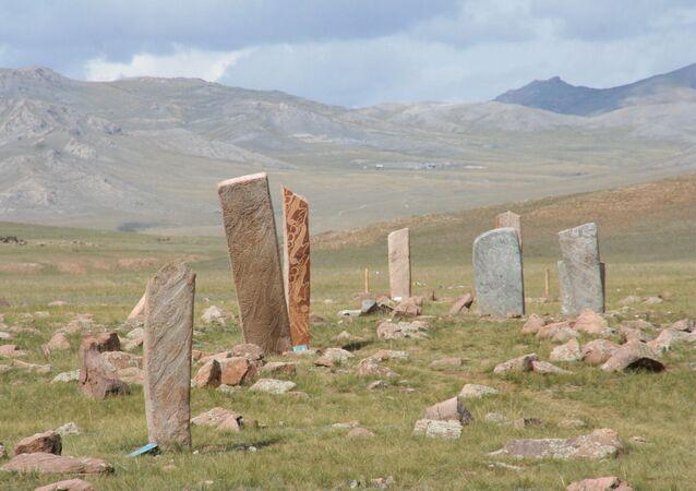 Monumentos megalíticos na estepe próxima de Moron, Mongólia