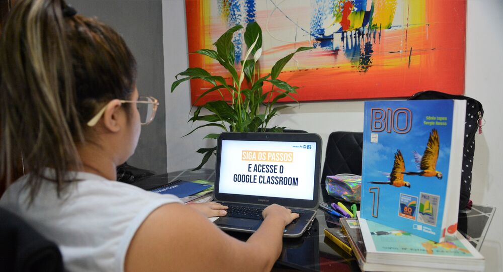 Alunos da rede estadual do Rio de Janeiro acessam a plataforma on-line