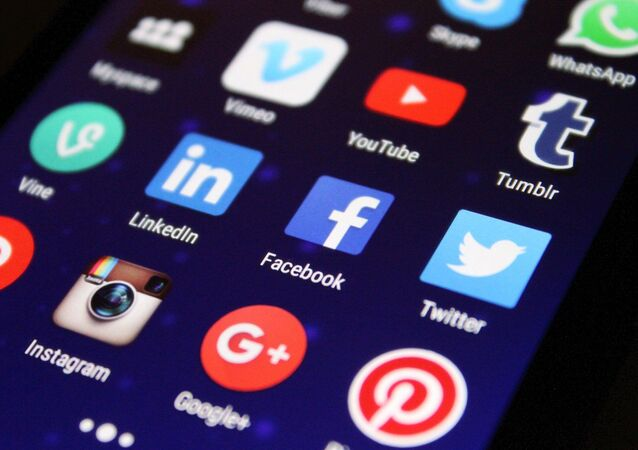 Ícones de aplicativos de redes sociais em um telefone celular (imagem referencial)