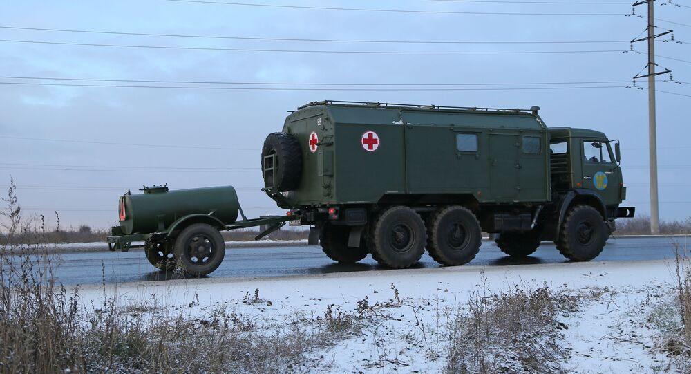 Caminhão de comboio militar das forças de manutenção de paz russas na região de Samara, Rússia, a caminho da república não reconhecida de Nagorno-Karabakh