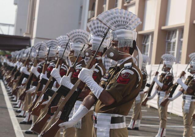 Cerimônia com soldados indianos em Jammu e Caxemira