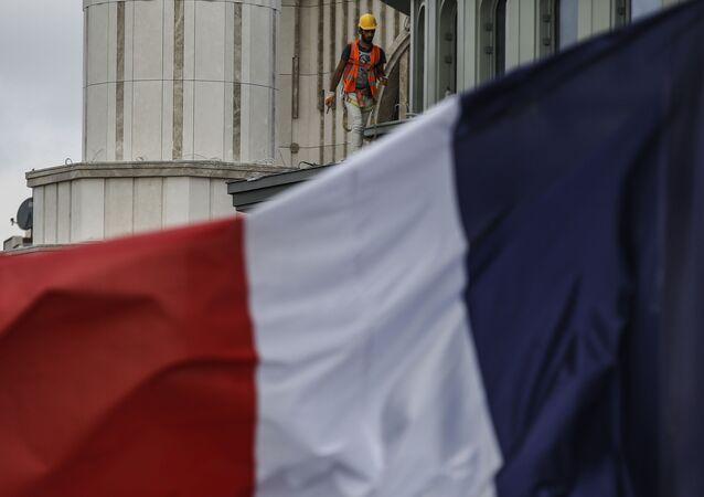 Bandeira da França tremula em Istambul, na Turquia, na quarta-feira dia 28 de outubro de 2020.