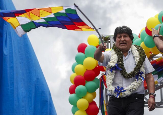 Ex-presidente Evo Morales discursa para multidão em Chimore, na Bolívia