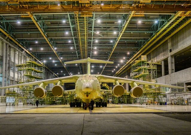 Novo avião de transporte militar Il-76MD-90A na linha de montagem