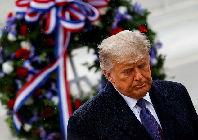 Presidente dos EUA, Donald Trump, durante celebrações do Dia do Veterano, em Arlington, Virginia, EUA, 11 de novembro de 2020