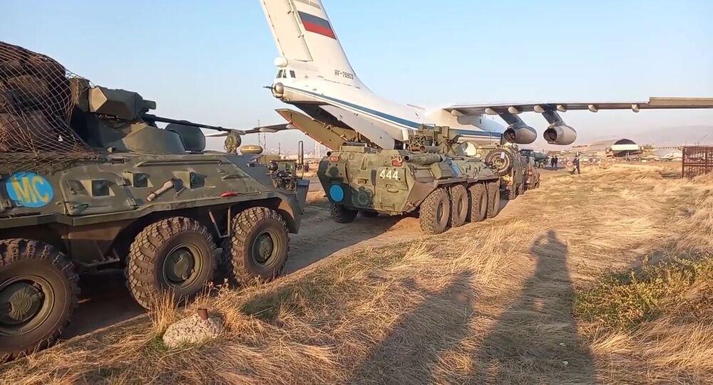 Forças de paz da Rússia desembarcam em Nagorno-Karabakh