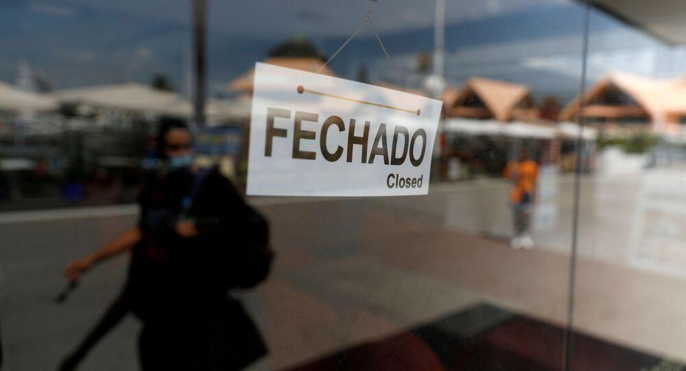 Estabelecimento turístico fechado na cidade de Vilamoura, em Portugal, em meio à pandemia da COVID-19.