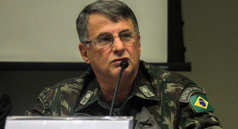 O comandante do Exército, o general Edson Pujol.