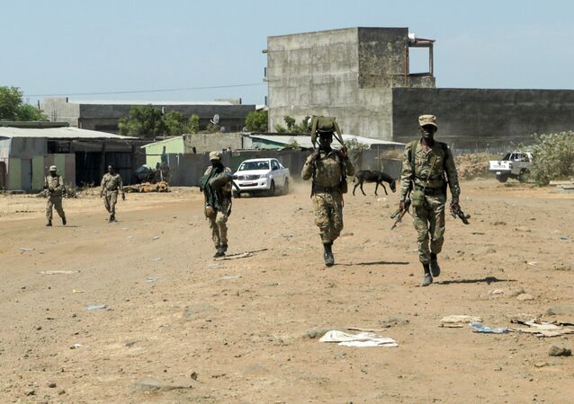 Membros da Força Especial de Amhara retornam à base militar mecanizada da 5ª divisão de Dansha, após lutar contra a Frente de Libertação do Povo Tigré (TPLF)