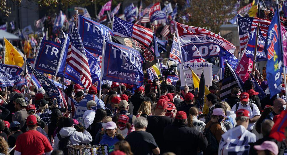 Em Washington, manifestantes apoiadores do presidente dos EUA, Donald Trump, realizam manifestação pela reeleição do republicano, em 14 de novembro de 2020