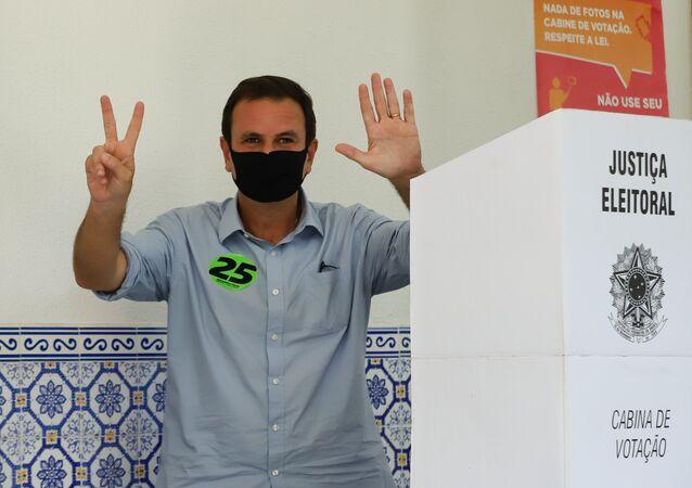 Candidato Eduardo Paes (DEM) vota no Rio de Janeiro. Votação do ex-prefeito foi menor do que número de pessoas que não participaram do processo eleitoral