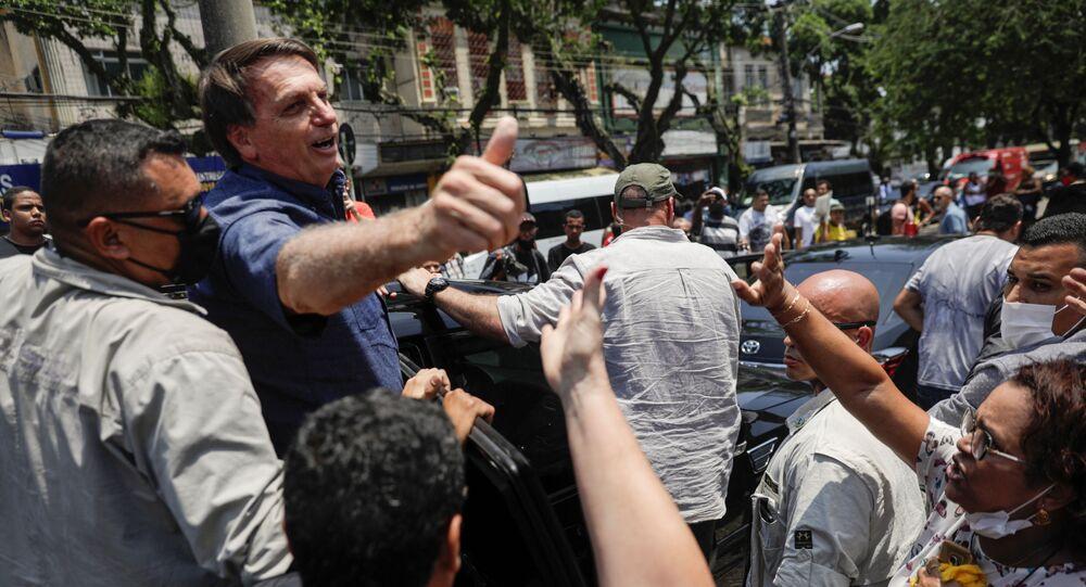 Presidente Jair Bolsonaro vota na Vila Militar, no Rio de Janeiro, nas eleições municipais de 2020