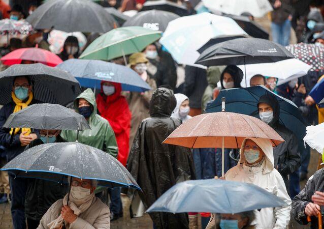 Pessoas em Paris usando máscaras durante a segunda onda do coronavírus