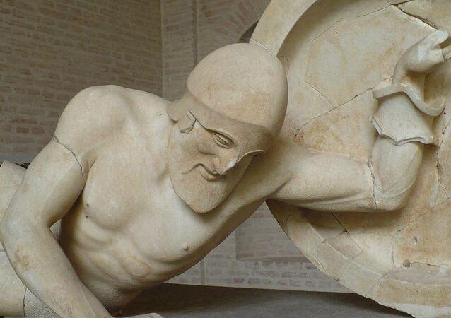 Estátua de guerreiro da Grécia Antiga