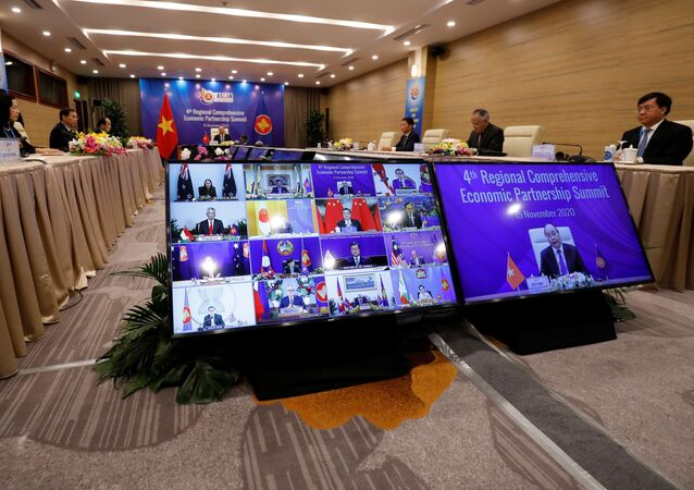 Premiê vietnamita Nguyen Xuan Phuc preside a 4ª Cúpula da Parceria Econômica Regional Abrangente a partir da capital Hanói