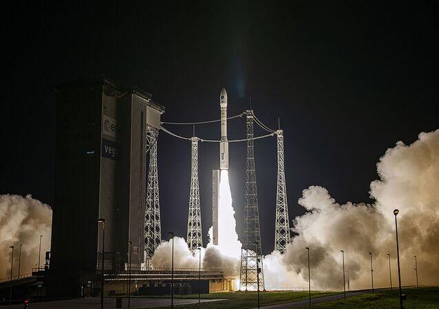 Lançamento de foguete Vega pela Agência Espacial Europeia da base Kourou, Guiana Francesa, 2 de setembro de 2020
