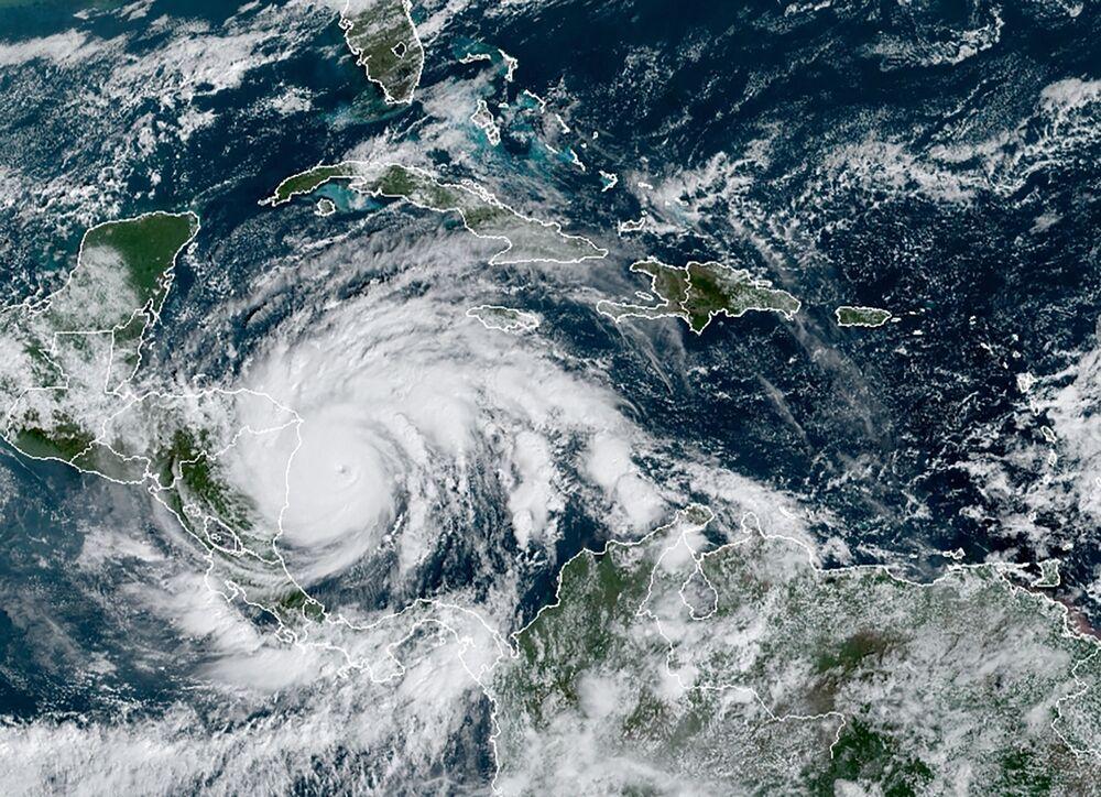 Imagem de satélite do furacão Iota.