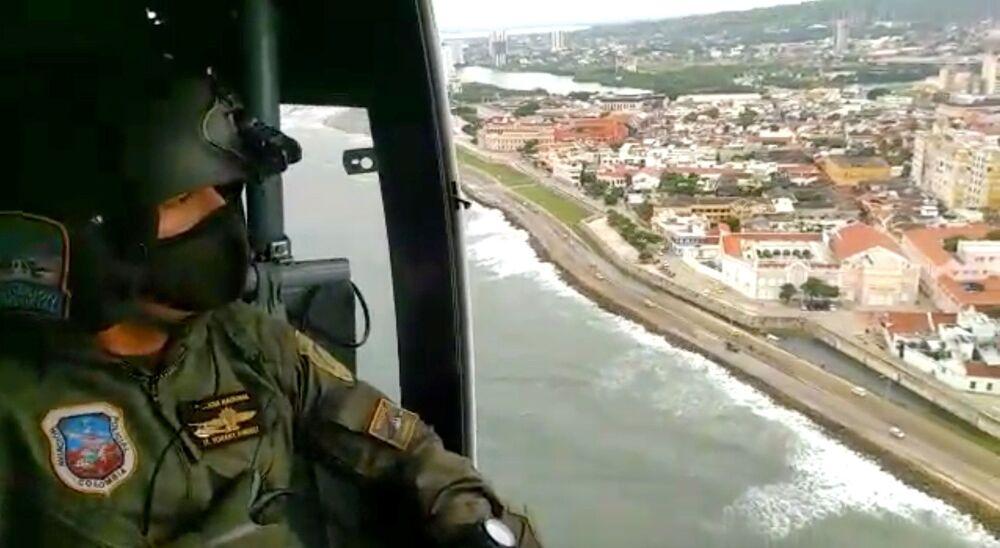 Patrulhas aéreas são realizadas em praias para evitar a entrada de banhistas na Colômbia.