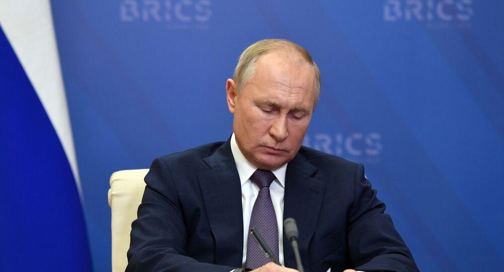 Presidente da Rússia, Vladimir Putin, durante debate na XII Cúpula de Chefes de Estado do BRICS, celebrada via videoconferência, 17 de novembro de 2020